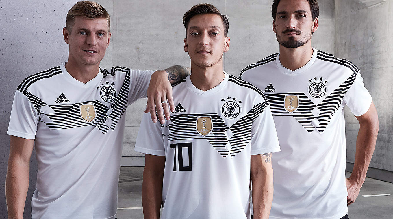 Německé národní družstvo Světový pohár fotbalové tričko bylo oznámeno